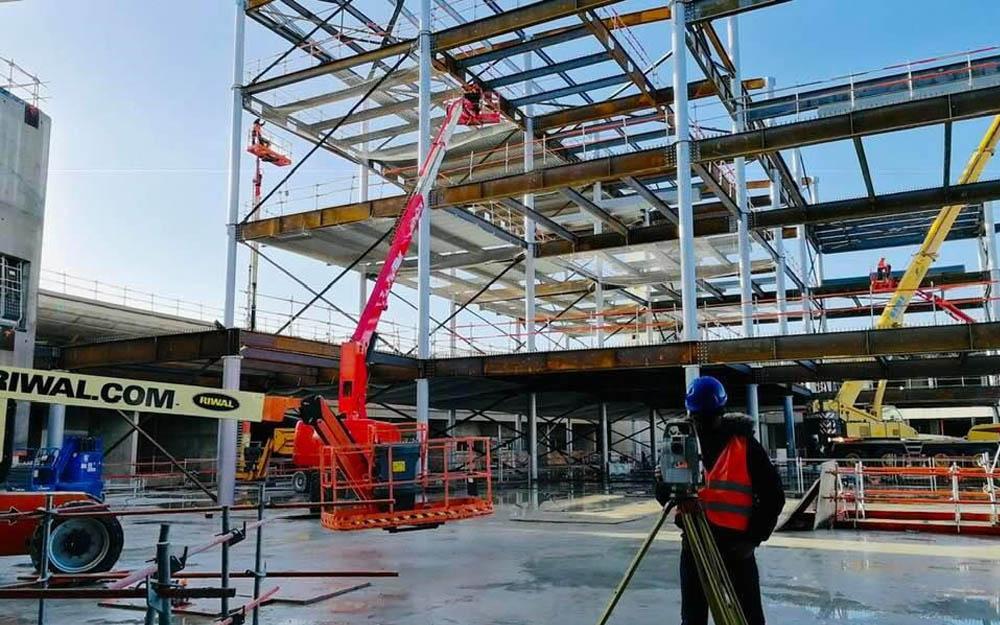 Rénovation du Terminal 2B qui confirme son statut de chantier permanent